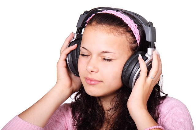 Learn spanish listening to music