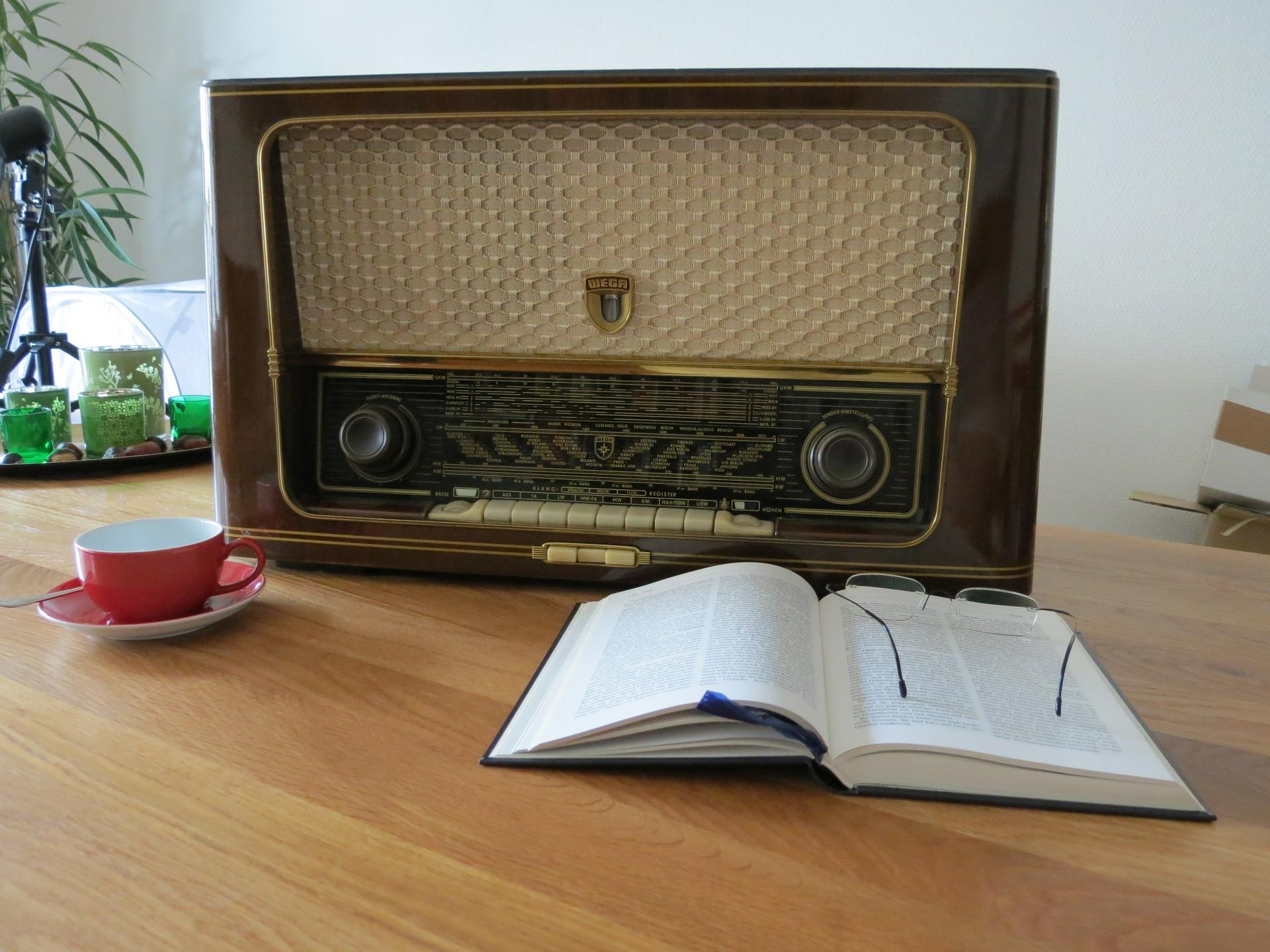 radio-476457_1920