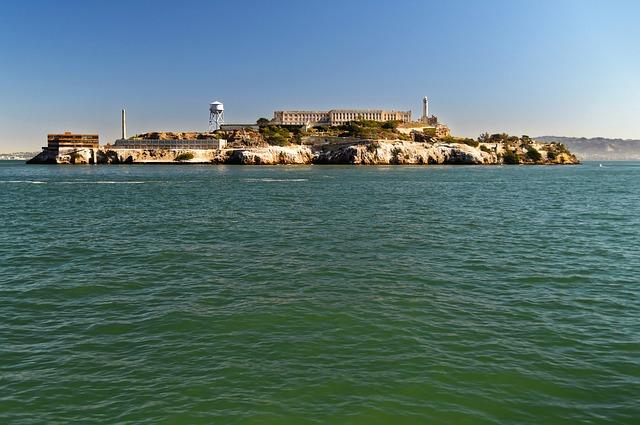 alcatraz-island-959106_640