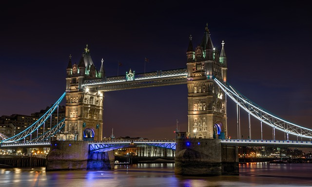 tower-bridge-1069216_640