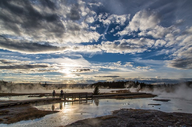 yellowstone_sunset-1119119_640
