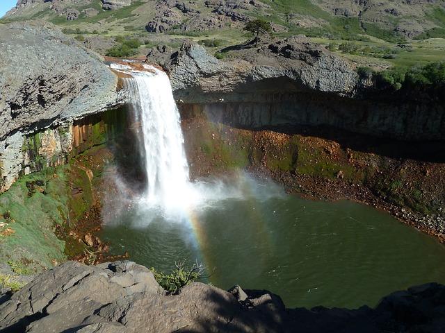 waterfall-1585356_640