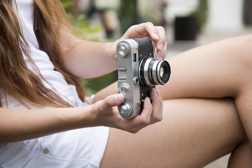 moça com câmera