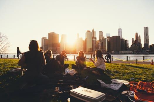 pessoas picnic no intercambio
