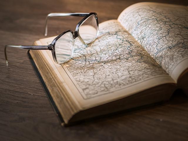libro-storia-occhiali