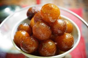 gulab jamos indian-sweet-371357_640