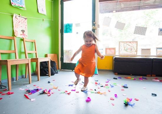 bambina-gioco-creatività