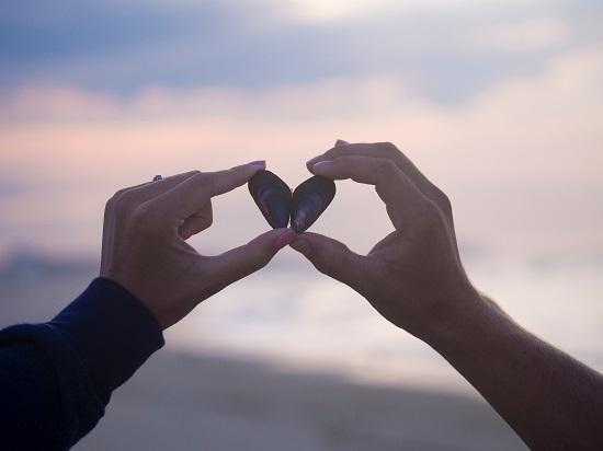 amore-mani-cuore