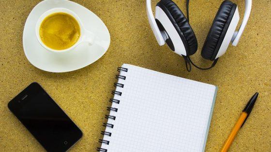 5 podcasts que todo estudiante de inglés debería escuchar
