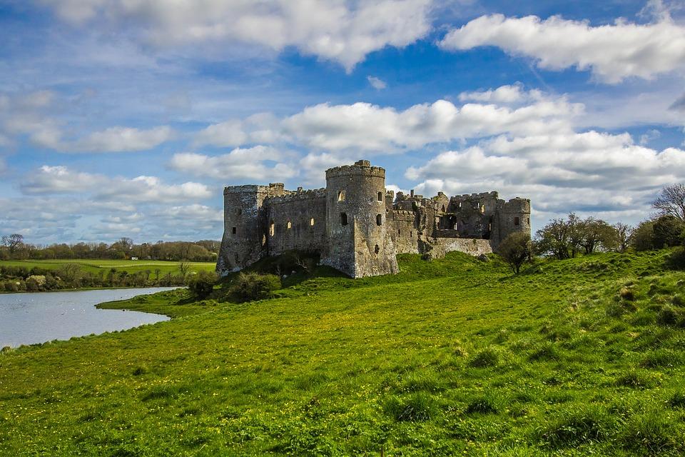 castelo medieval que você poderá ver no seu intercâmbio no país de gales