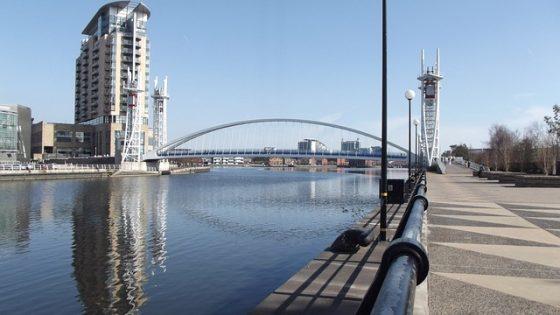 Jeśli wybierasz się na angielski w Manchesterze na pewno zobaczysz widok nabrzeży w Manchesterze